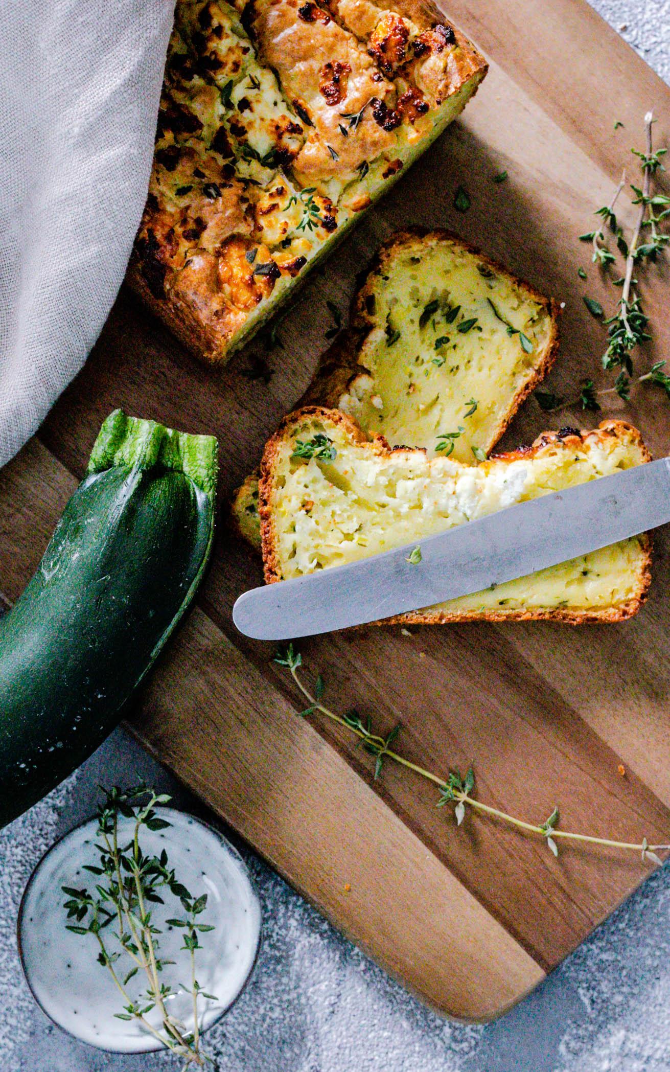 Zucchinibrot mit Feta und Zitronenthymian aus dem Thermomix®