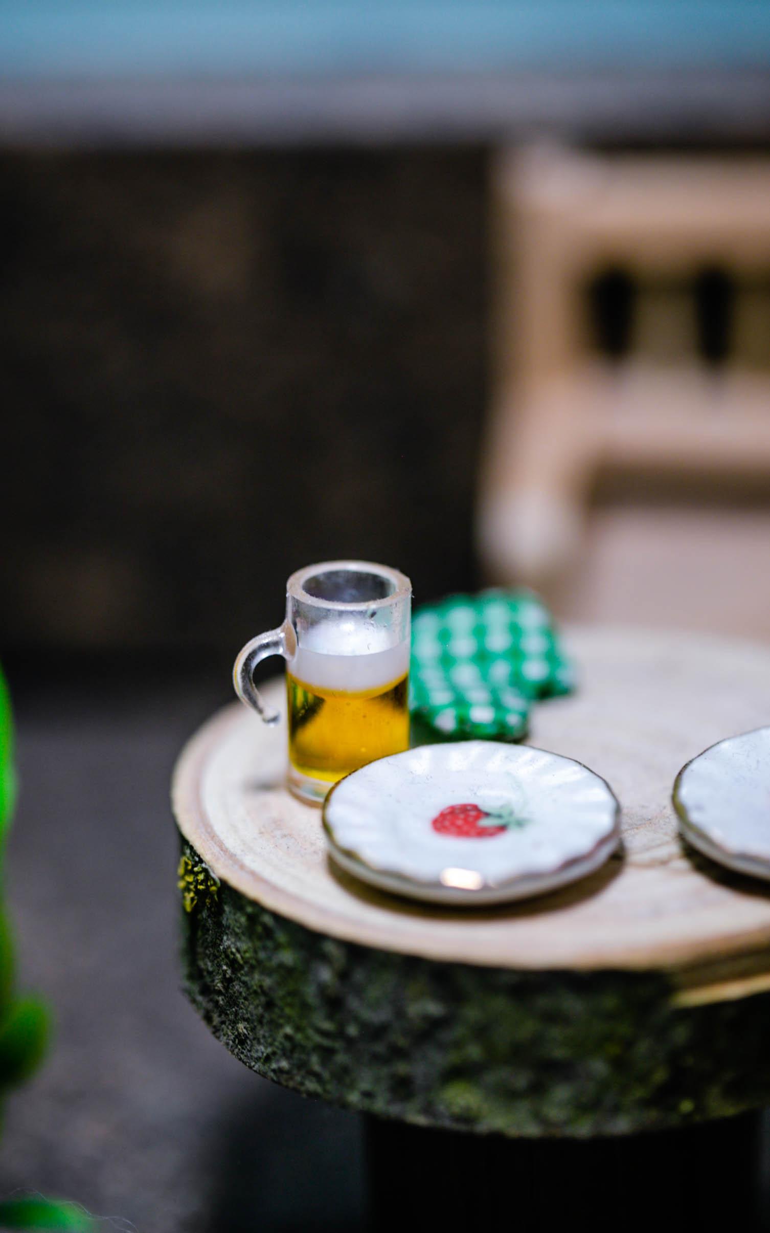 Bierglas und gedeckter Tisch - Ideen für euren Wichtel
