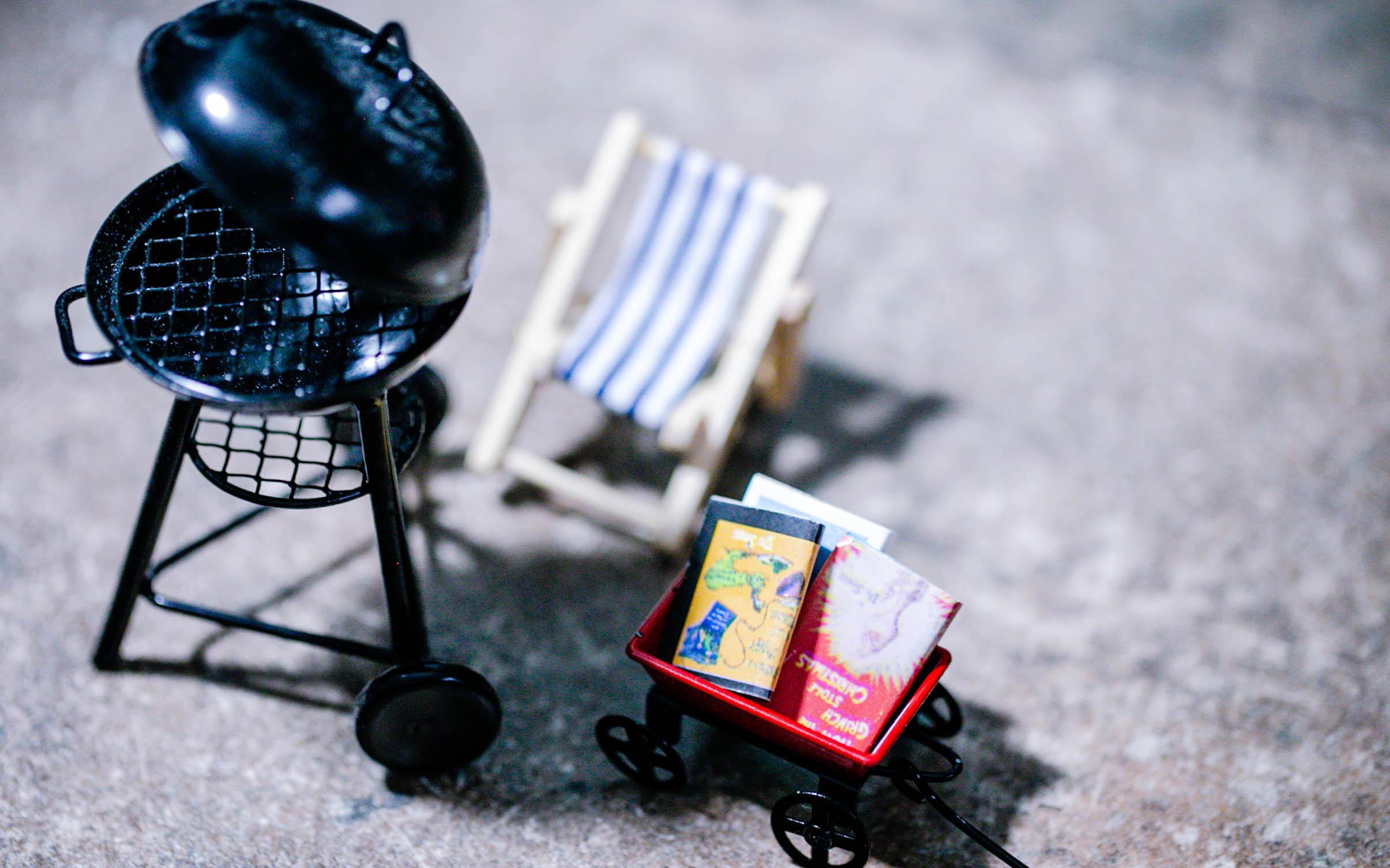 Zubehör für euren Wichtel - Grill, kleiner Karren mit Büchern, Liegestuhl für den Sommer