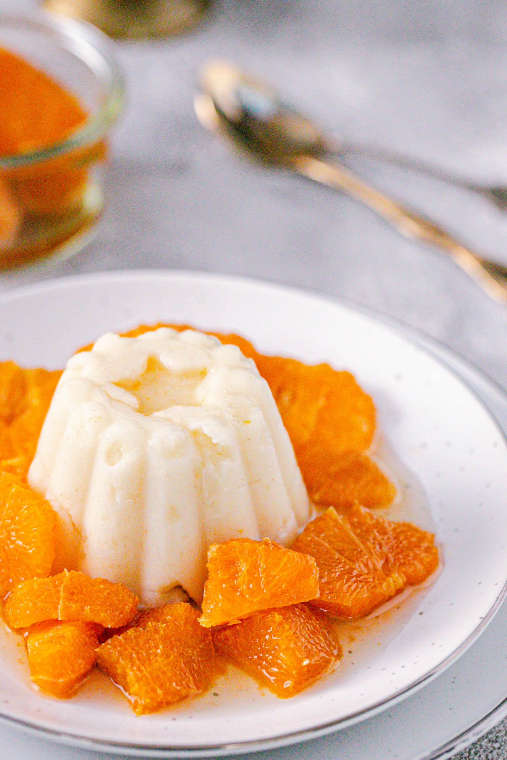 Grießpudding mit in Rum eingelegten Mandarinen