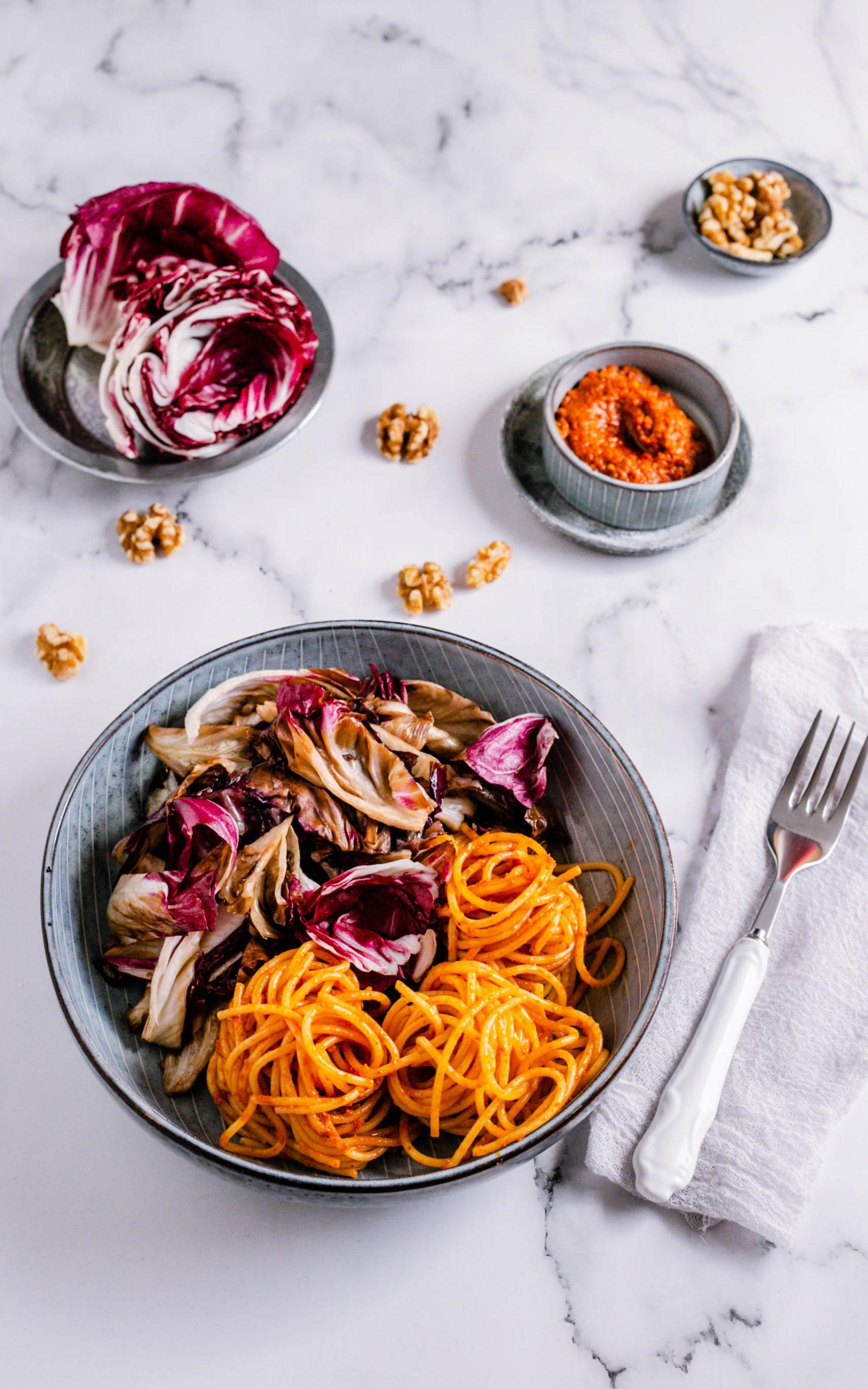 Gebratener Radicchio mit vegetarischer Pasta