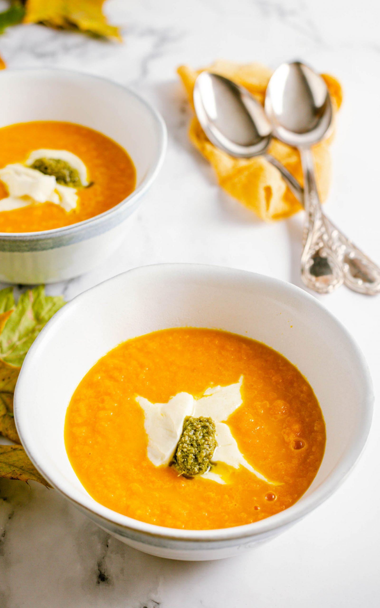 Möhrensuppe mit Orangensaft und Mozzarella