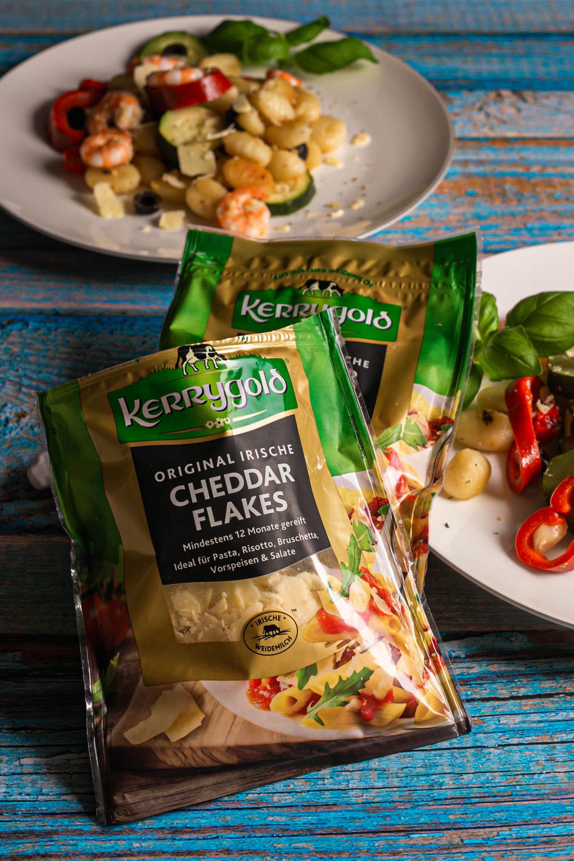 Antipasti-Salat mit Gnocchi und Garnelen