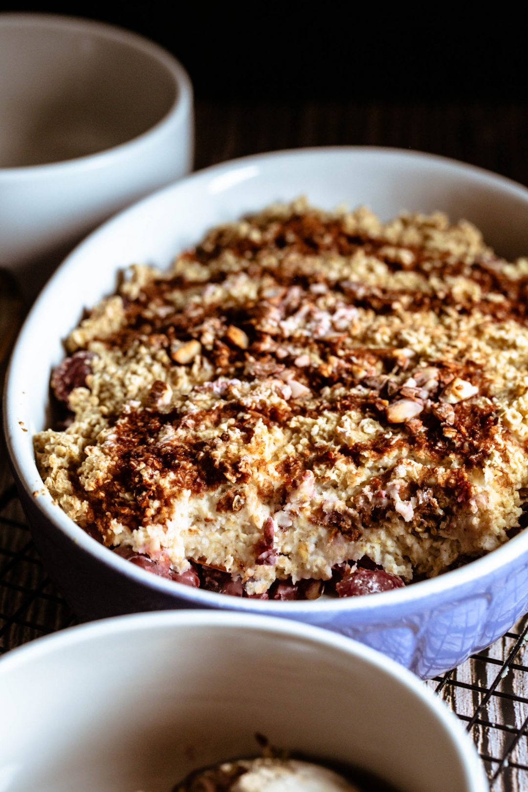 Gebackene Oatmeal mit Kirschen