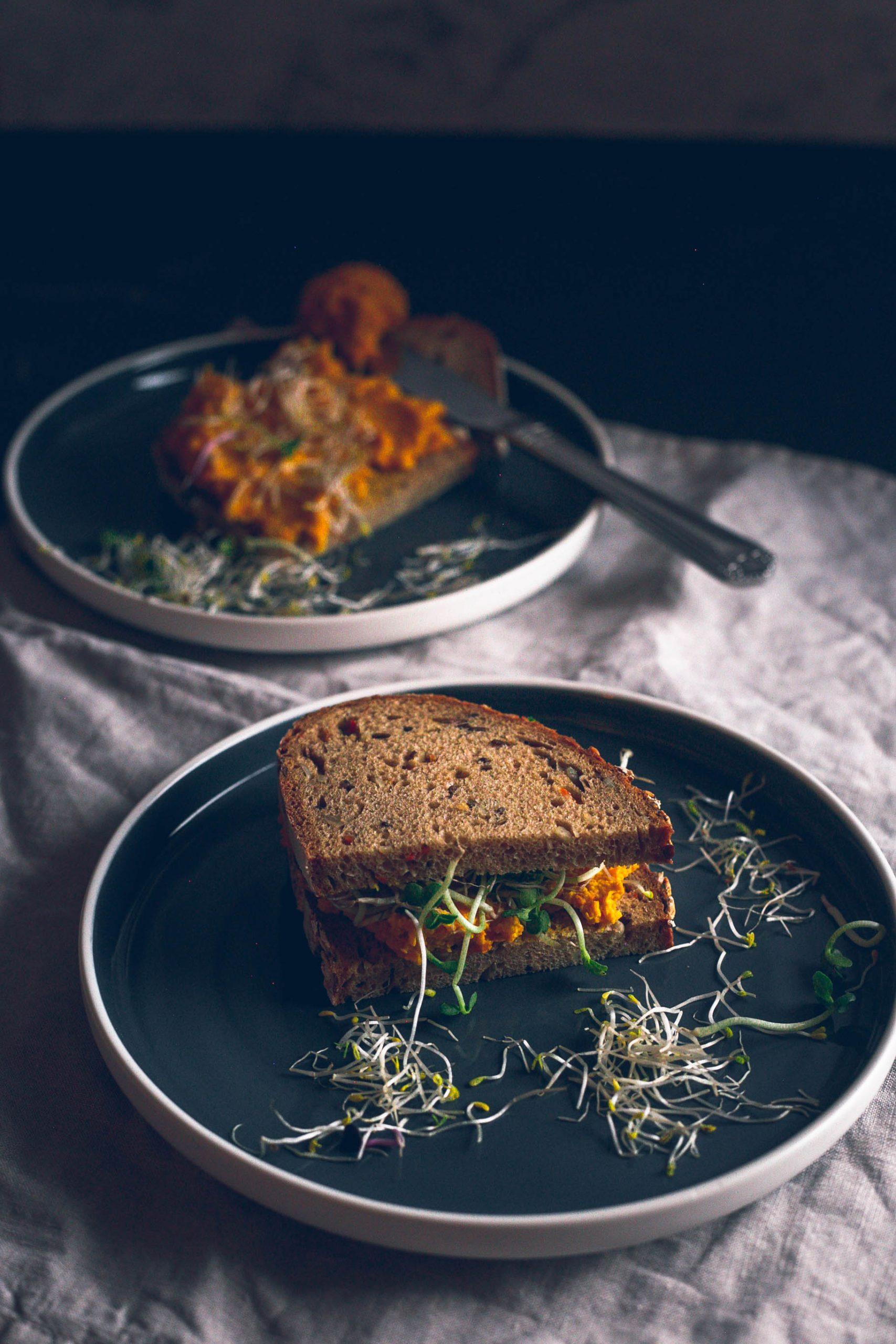 Veganer Hummus mit Möhren und Bohnen