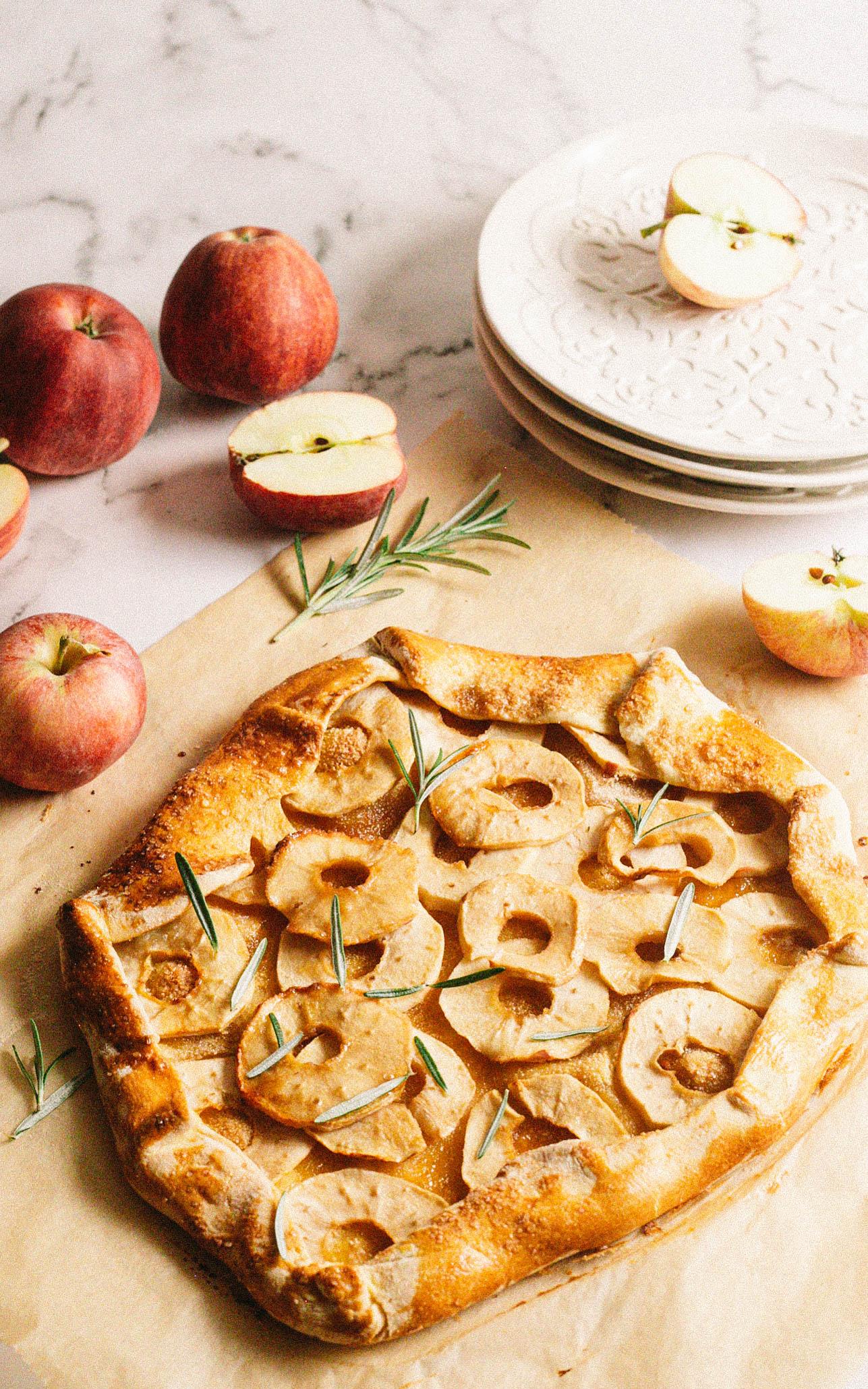 Galette mit Apfel und Rosmarin